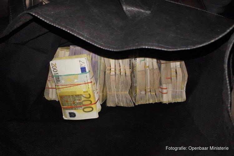 Politie vindt 1,5 miljoen euro bij doorzoekingen